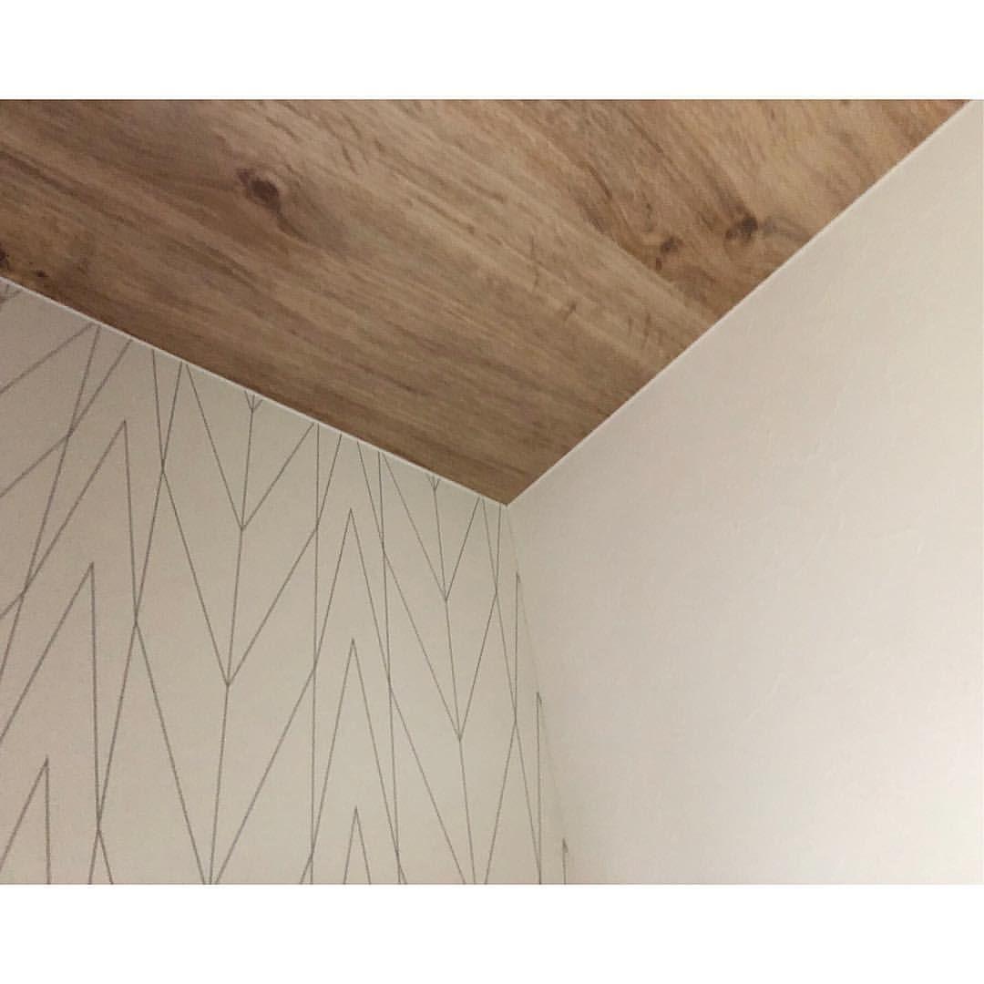 いいね 163件 コメント9件 Reiさん Reigram House のinstagramアカウント 2階トイレの アクセントクロス こちらはほぼ迷うことなく すぐに決まりました 想像通りで すごく素敵な仕上りで満足 木目 壁紙 トイレ 壁紙 おしゃれ 天井 壁紙