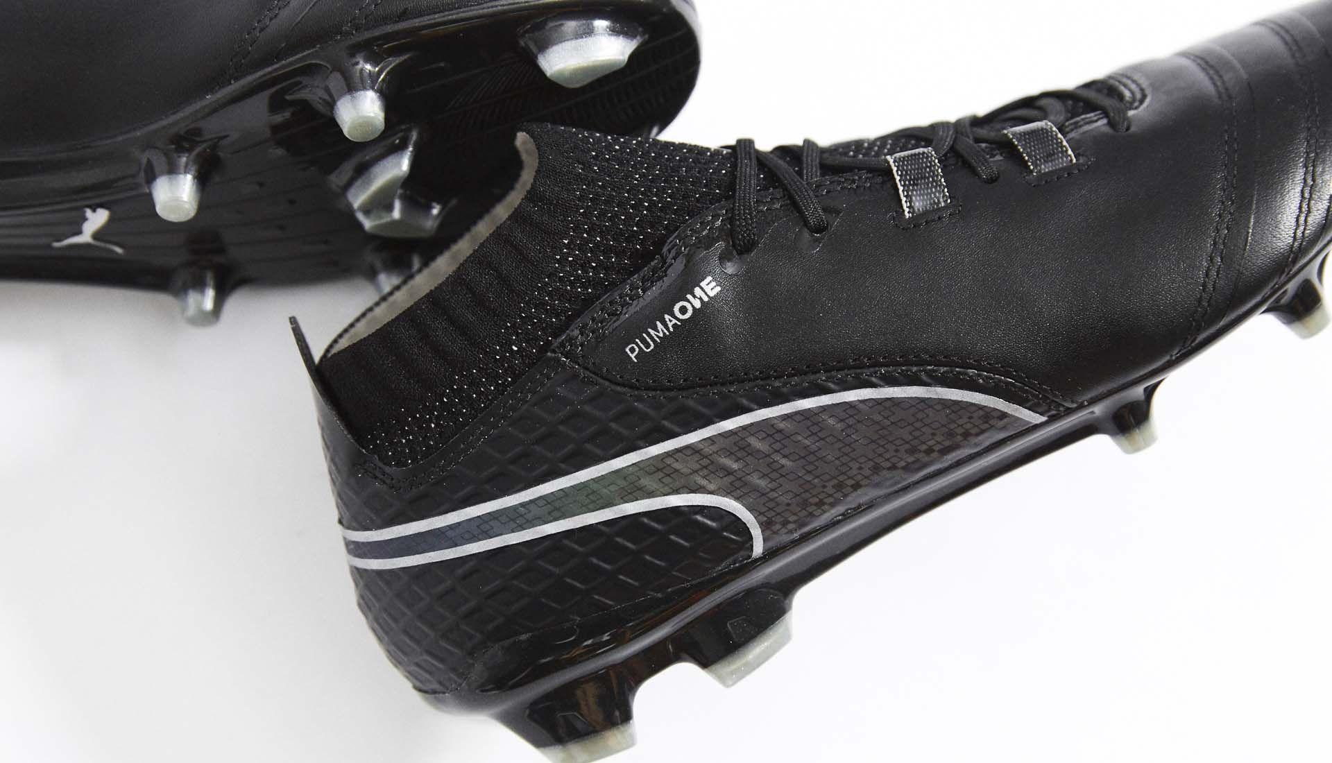 959b7da0552a La Puma One 17.1 en mode Black & Iridescent a été dévoilée par Antoine  Griezmann. Il s'agit du quatrième coloris pour cette nouvelle chaussure de  foot Puma.