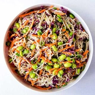 Rainbow Soba Noodle Salad http://www.eatclean.com/recipes-how-to/healthy-lunches-to-eat-all-week/2-rainbow-soba-noodle-salad