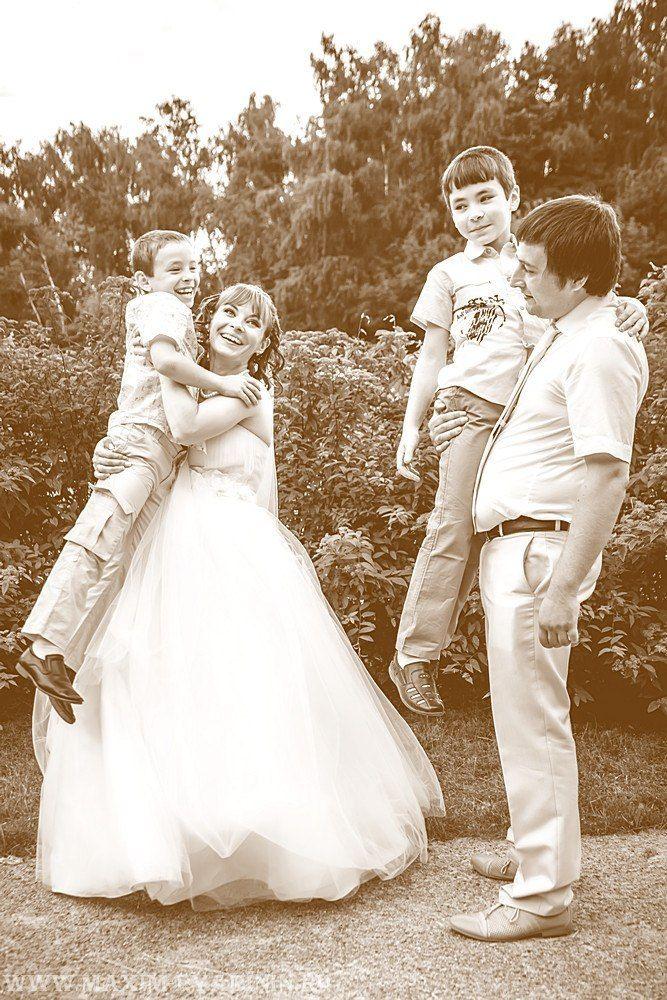 Молодожёны и дети фото