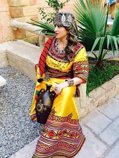 Robe Kabyle moderne | Traditional dresses, Traditional outfits, Blouse styles