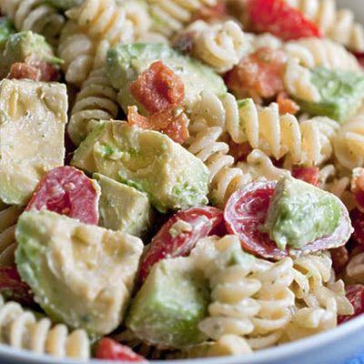 Creamy Bacon Tomato and Avocado Pasta Salad @keyingredient