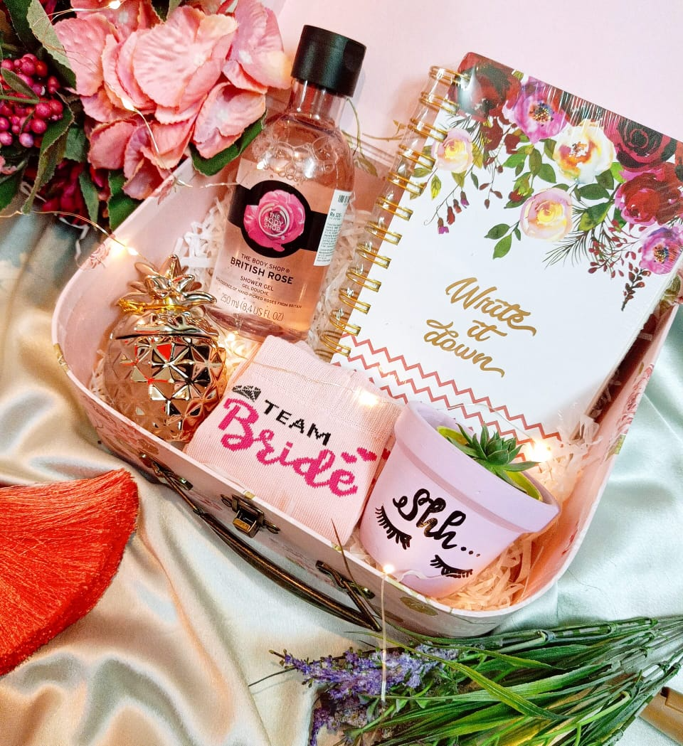 Head To Teal Lush In Mumbai For Some Amazing Wedding Gift Hampers In 2020 Wedding Gift Hampers Amazing Wedding Gift Gift Hampers