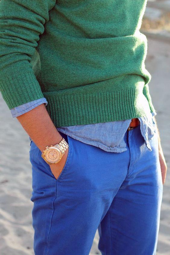 Un chino bleu, une chemise bleu clair et un pull vert  style  menstyle   menswear  pants  chinos 402c8a7d9f8