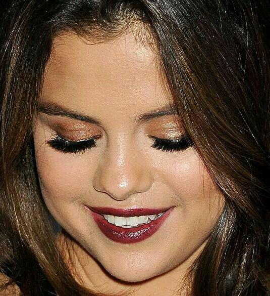 Selena Gomezs Makeup Makeup Pinterest Selena Makeup And
