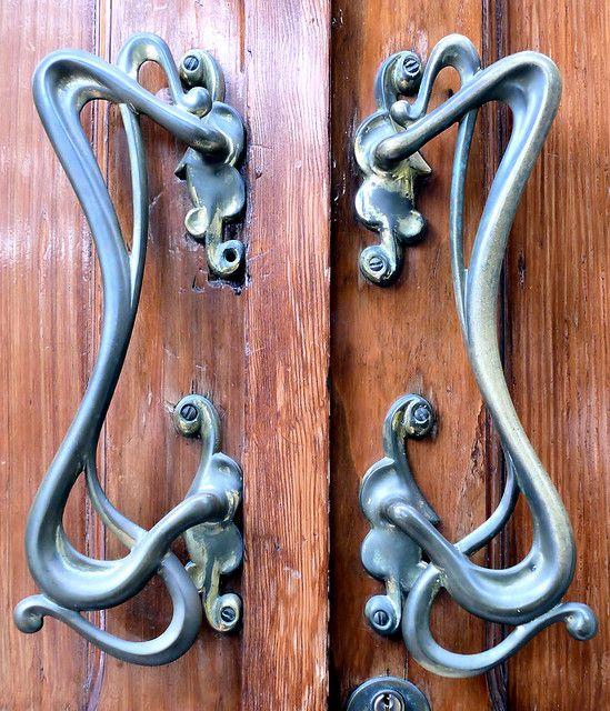 Barcelona st joan de la salle 008 d i am door for Beautiful door handles