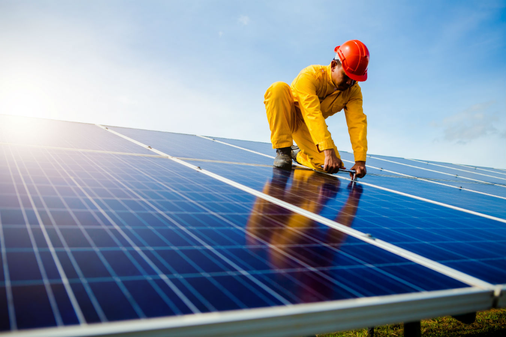 Solar Farm Worker Google Zoeken
