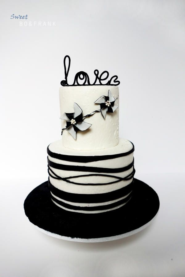 BLACK AND WHITE WEDDING CAKE - Cake by sweetBO&FRANK