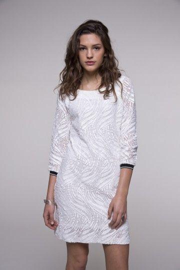 Robe blanche en dentelle ajourée | Mode, Mode féminine et