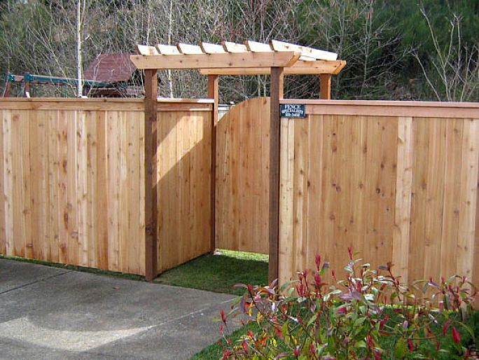 Make Your Garden Beautiful With The Wood Fence Designs : Driveway Wood Fence  Gate Design Ideas