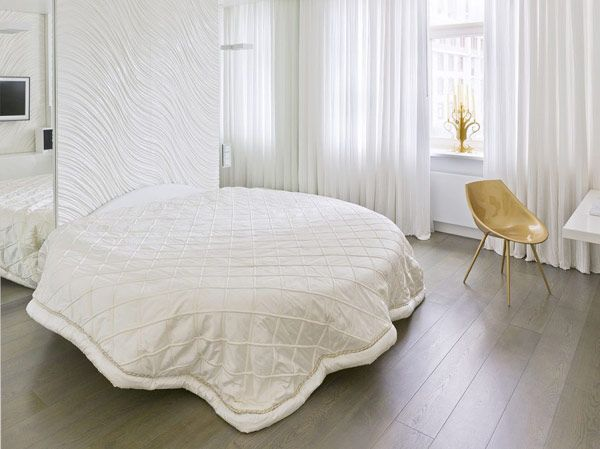 WALL: White Wall with Textures   http://www.paseoner.com/images/2012/10/White-Rounded-Bed-With-White-Blanket-And-Textured-Wall.jpg