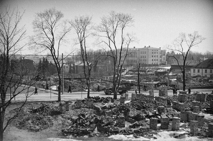 Päeva ja Tähe tänava nurk 1942