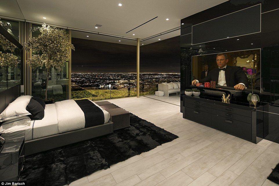 Näyttävä: Näkymiä sisällä makuuhuoneet sekä päivällä että yöllä, näyttää vaikuttava ja hämmästyttävä kaupunki alla