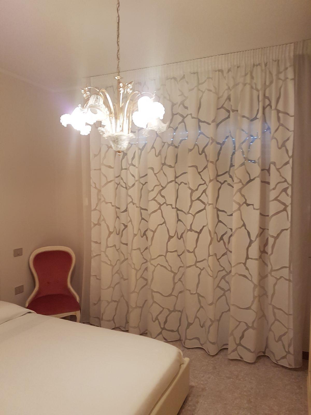 Tende arricciate per camera da letto tende da interni - Tende moderne camera da letto ...