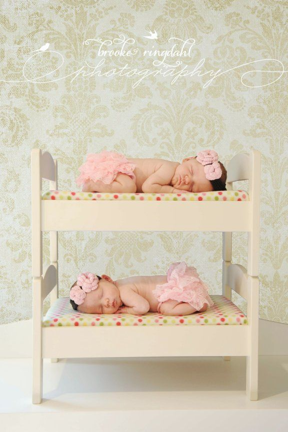 I hope I never get...blessed...with twins..but if I ever do..this picture has to happen <3 how adorable is this?