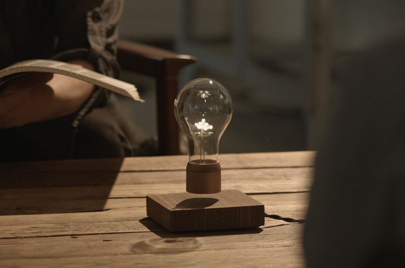 Flyte Hovering Light Uses Magnetic Levitation And Wireless