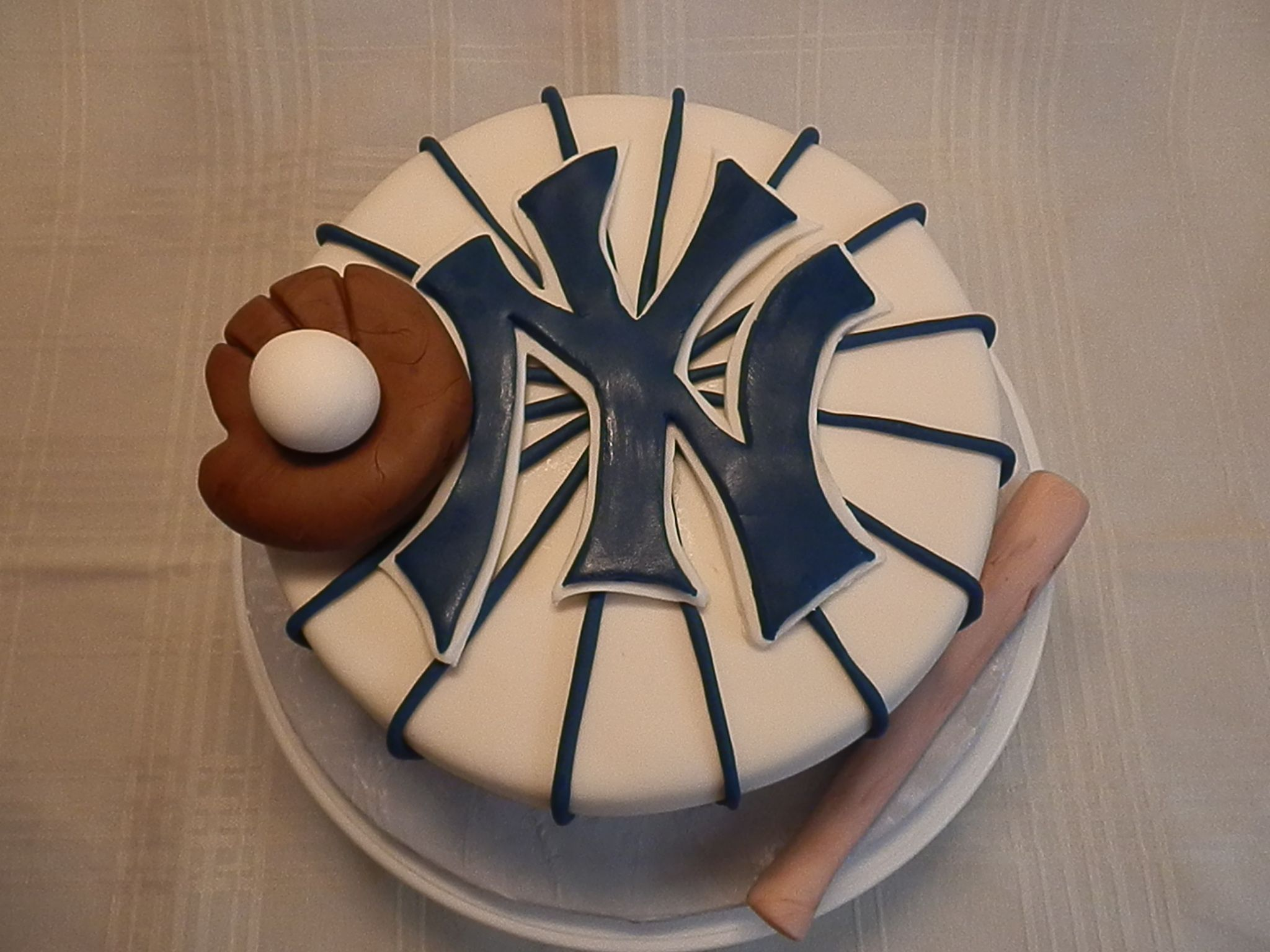 Pin By Laura G On Endulza Tu Vida Baseball Birthday Cakes Grooms Cake Yankee Cake