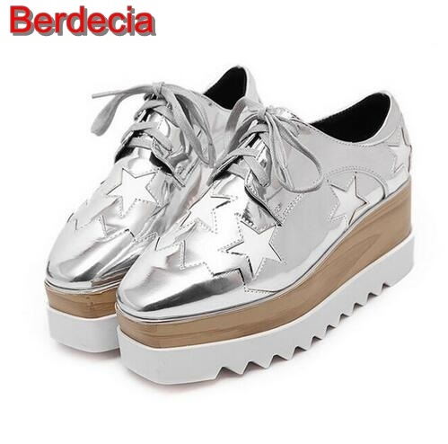 89.99$  Watch here - http://alio6l.shopchina.info/go.php?t=32738037045 - European Style Vintage Leather Casual Shoes 2017 Autumn Laser Lace-up Flat Platform Women Shoes Metallic Gold Leather Casua Shoe 89.99$ #buyonline