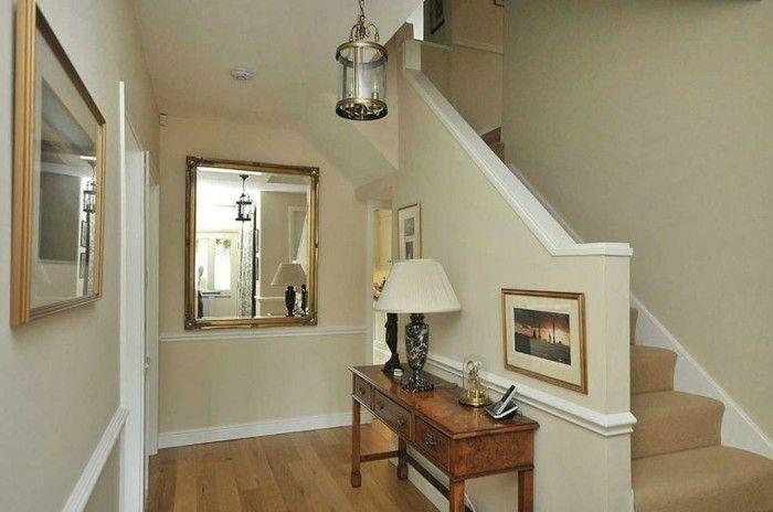 Arredare Corridoio ~ Mobili per corridoio tavolino legno decorazioni specchi quadri