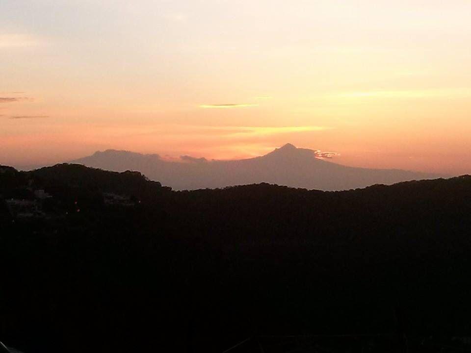 El amanecer de los volcanes desde el cerro de plata