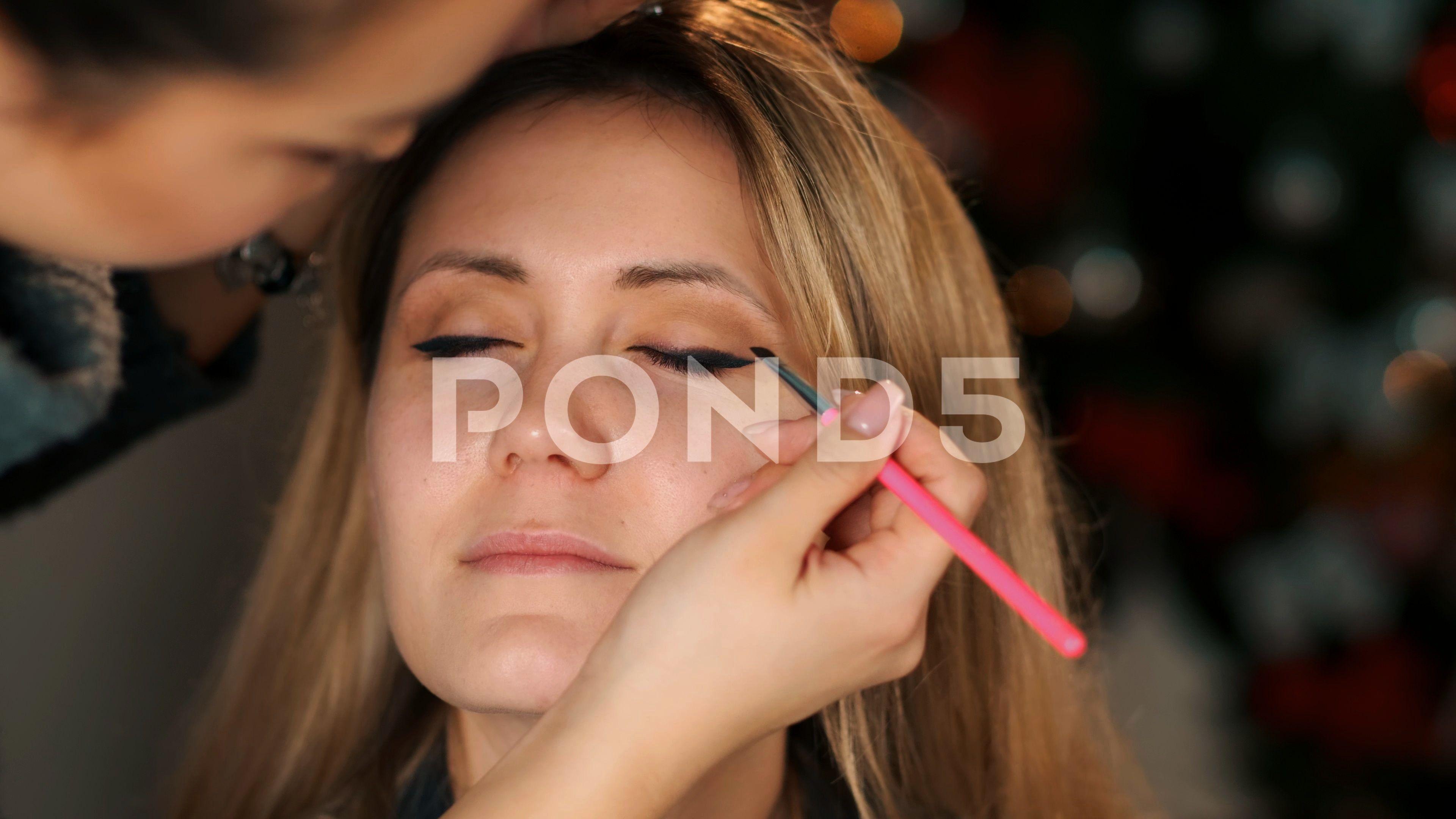 make up artist applying eyeliner close-up on model eye. Cosmetic Stock Footage ,#eyeliner#close#app