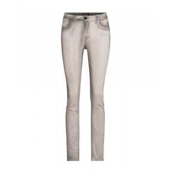 Broek Jannick is gemaakt van een zachte katoen elastaan mix, zodat hij heerlijk comfortabel draagt. € 89,95