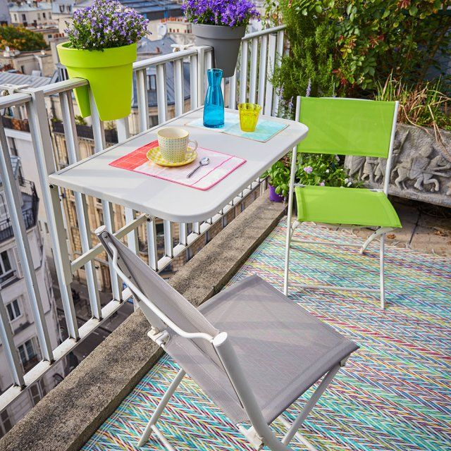 Une Table Pliable A Fixer Sur La Rambarde Pour Le Balcon Carrefour Table De Balcon Salon De Jardin Deco Balcon