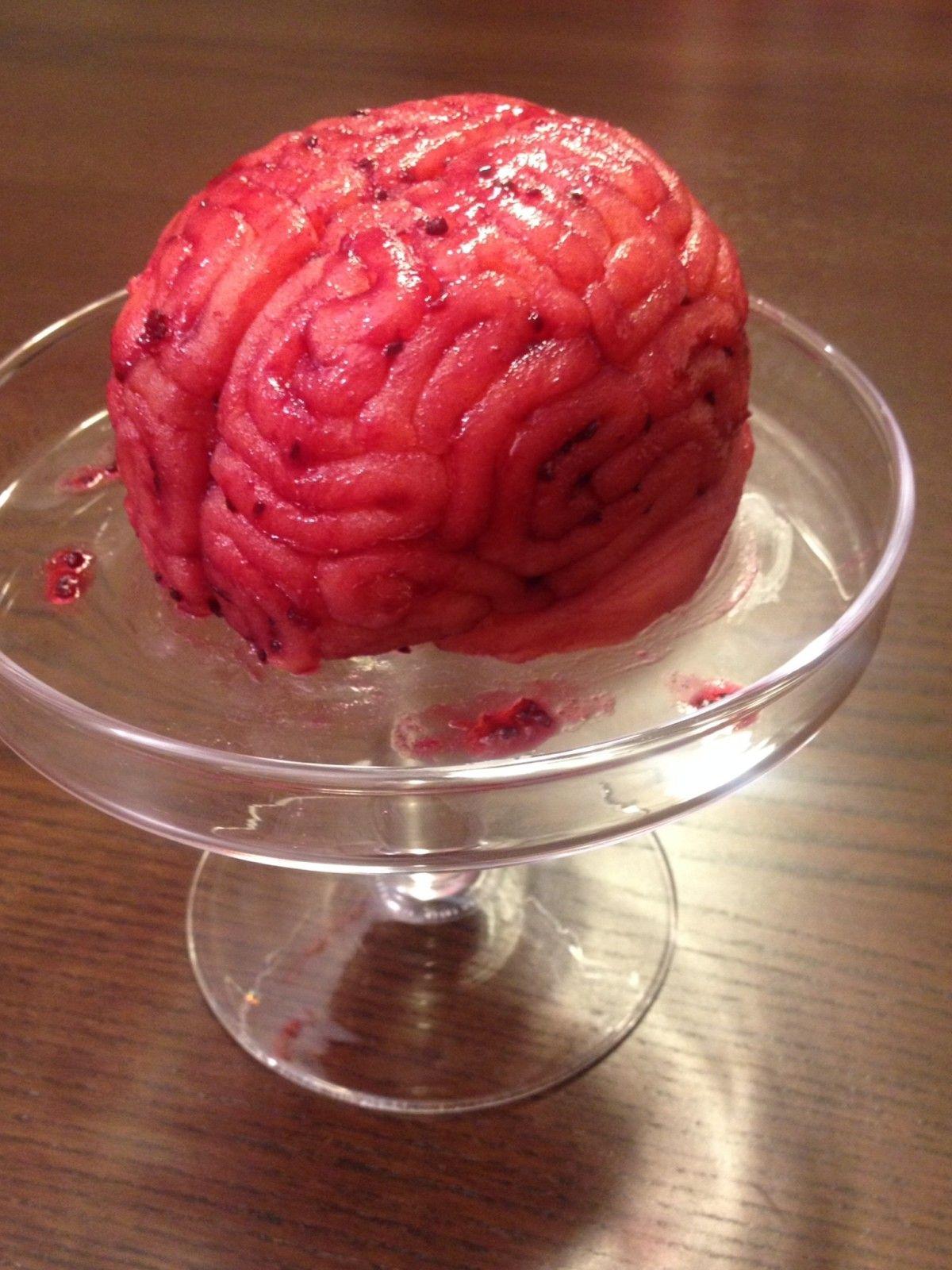 Brain Cake Gehirn Motiv Torte Grundlage Selterskuchen Deko Marzipan & Johannisbeermarmelade