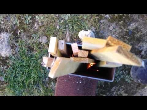 1er partie de la fabrication d'un Rocket Stove Heater, désolé pour le son. Retrouvez toutes les informations sur http://slydventure.net/projet-diy-fabricatio...