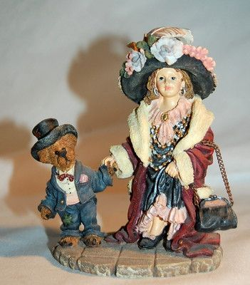 MOMMA'S CLOTHES, BOYDS BEARS & FRIENDS, THE DOLLSTONE COLLECTION -- Sitting on a self in my library.