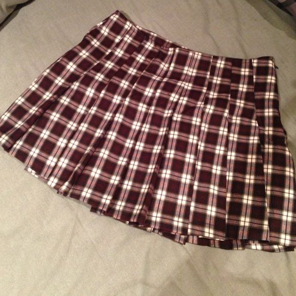 Burgundy checkered skirt •burgundy with white and brownish checkers • never worn • zipper on the side of the skirt • Forever 21 Skirts Mini