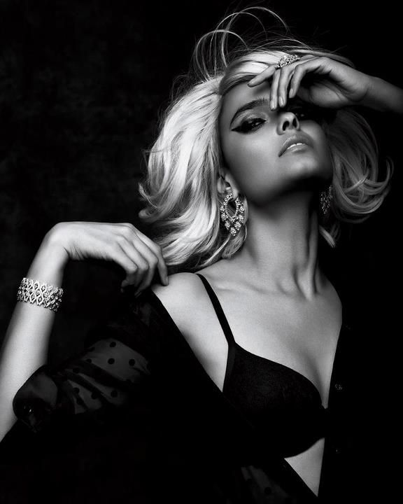 Magical Pretty Damn Glam Femme, Photographie noir et