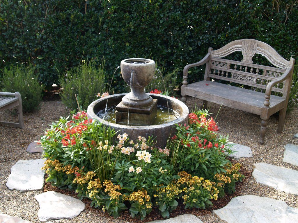 Small garden idea with fountain in round bowl with low for Water feature ideas for small gardens
