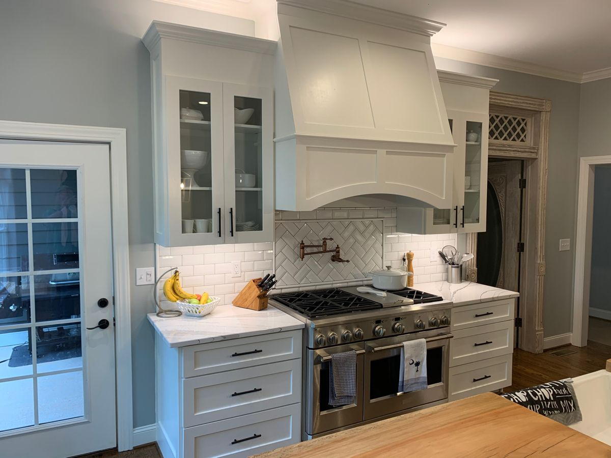 Custom Shaker Kitchen Hood And Cabinets In 2020 Custom Kitchen Cabinets Kitchen Cabinets Shaker Kitchen