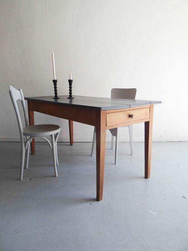 table de ferme, 1 tiroir à chaque extrémité Plateau repeint en gris