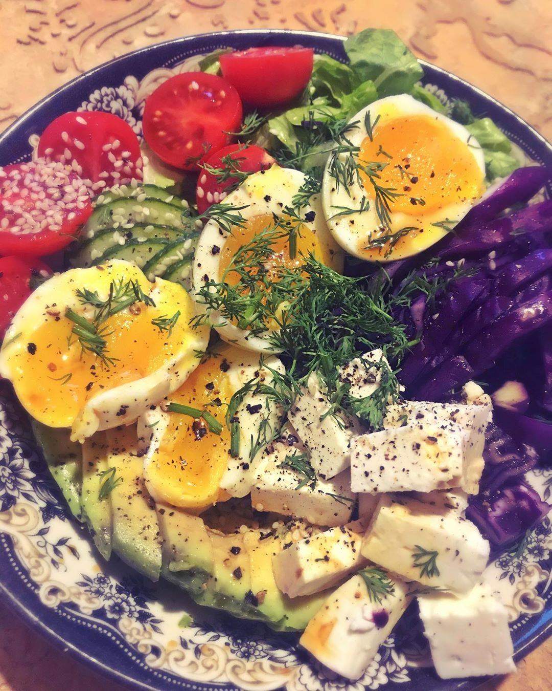 "Monika Prokopczyk on Instagram: ""Quick veggie dinner 🥑🥒🍅🥬🥗 😋  #vegetarian #vegetarianfood #food #healthyfood #foodie #wegetarianizm  #healthy #love #redcabbage #foodporn…"""