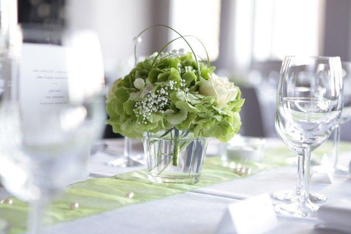 Tischdeko hochzeit  Dezente Tischdekoration in Grün und Weiß | Zukünftige Projekte ...