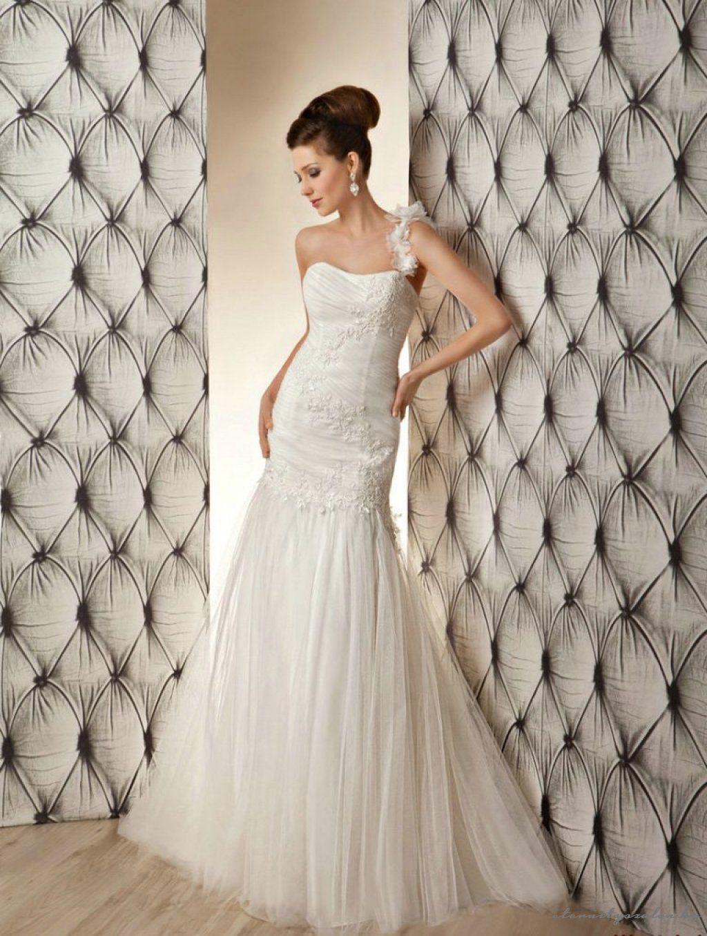 Cheap unique wedding dresses  Carmen White esküvői ruhánk  Fehér menyasszonyi ruhák  Pinterest