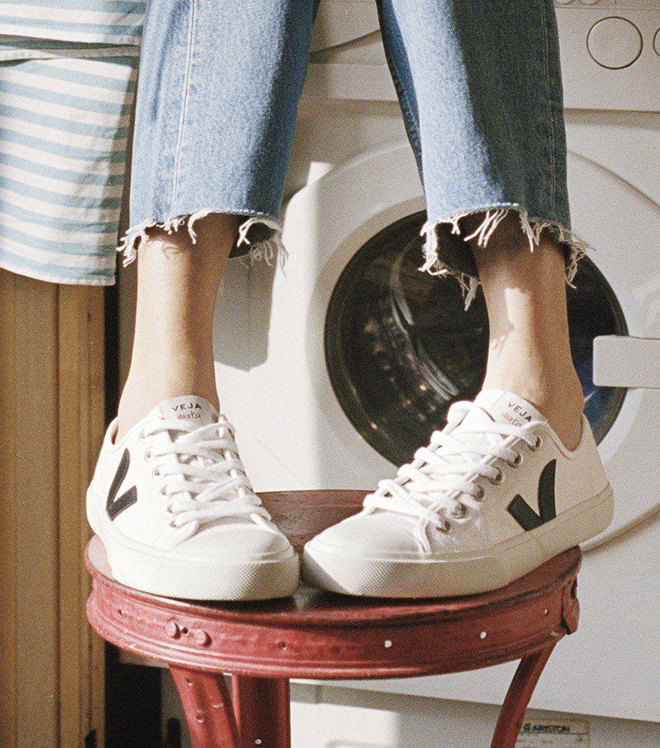 Un pan Celo Molester  Veja White with Black Vegan Sneaker | Sneakers fashion outfits ...