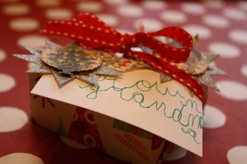Christmas Gift Wrap   Festive Gift Wrap   Craft Ideas for Giftwrap   Children Wrapping Gifts