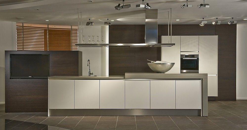 Küchenzeile mit Insel weiß kombiniert mit Metall | Küchen_ideen ... | {Küchenzeilen weiß 33}
