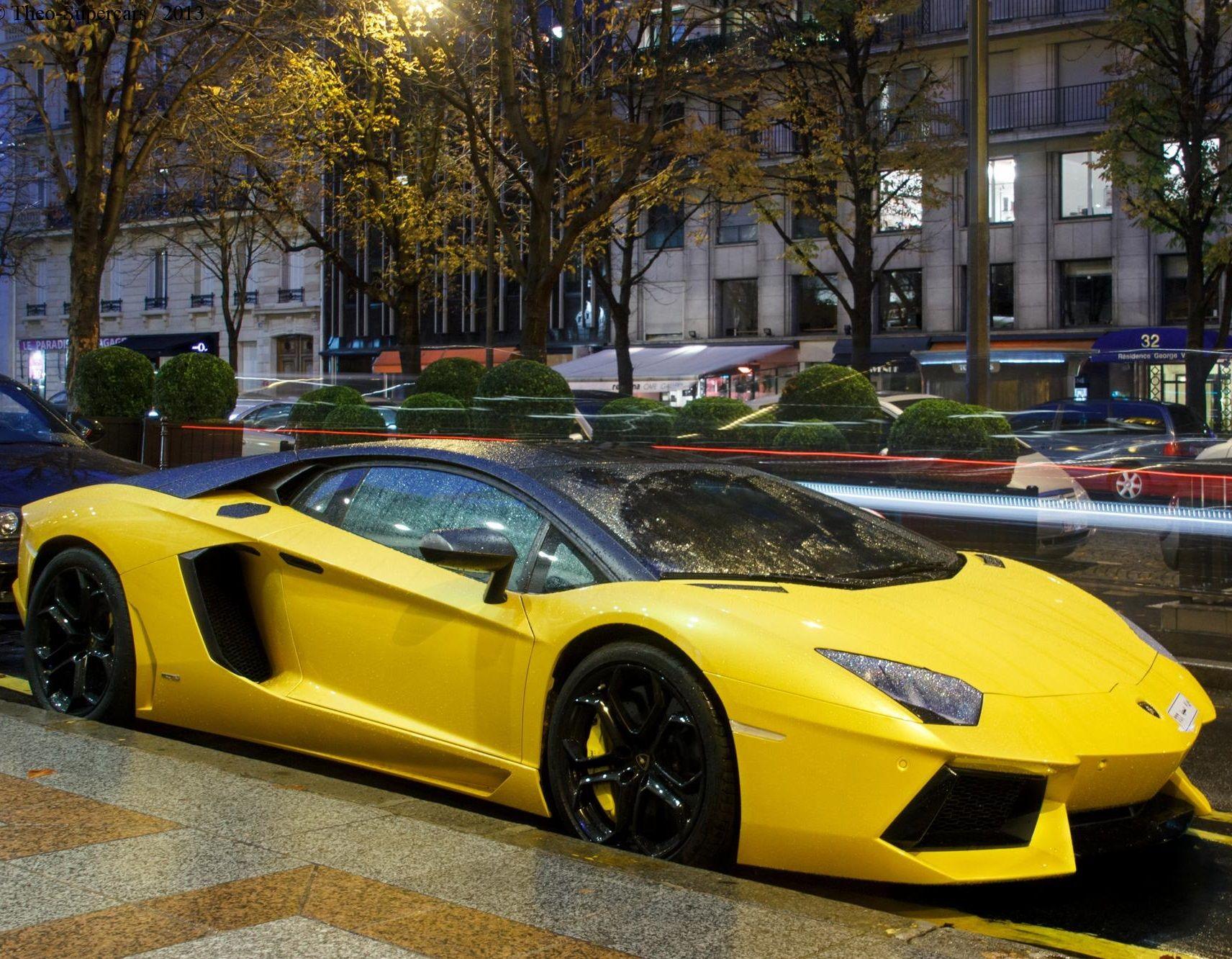 Black and Yellow Aventador CarFlash