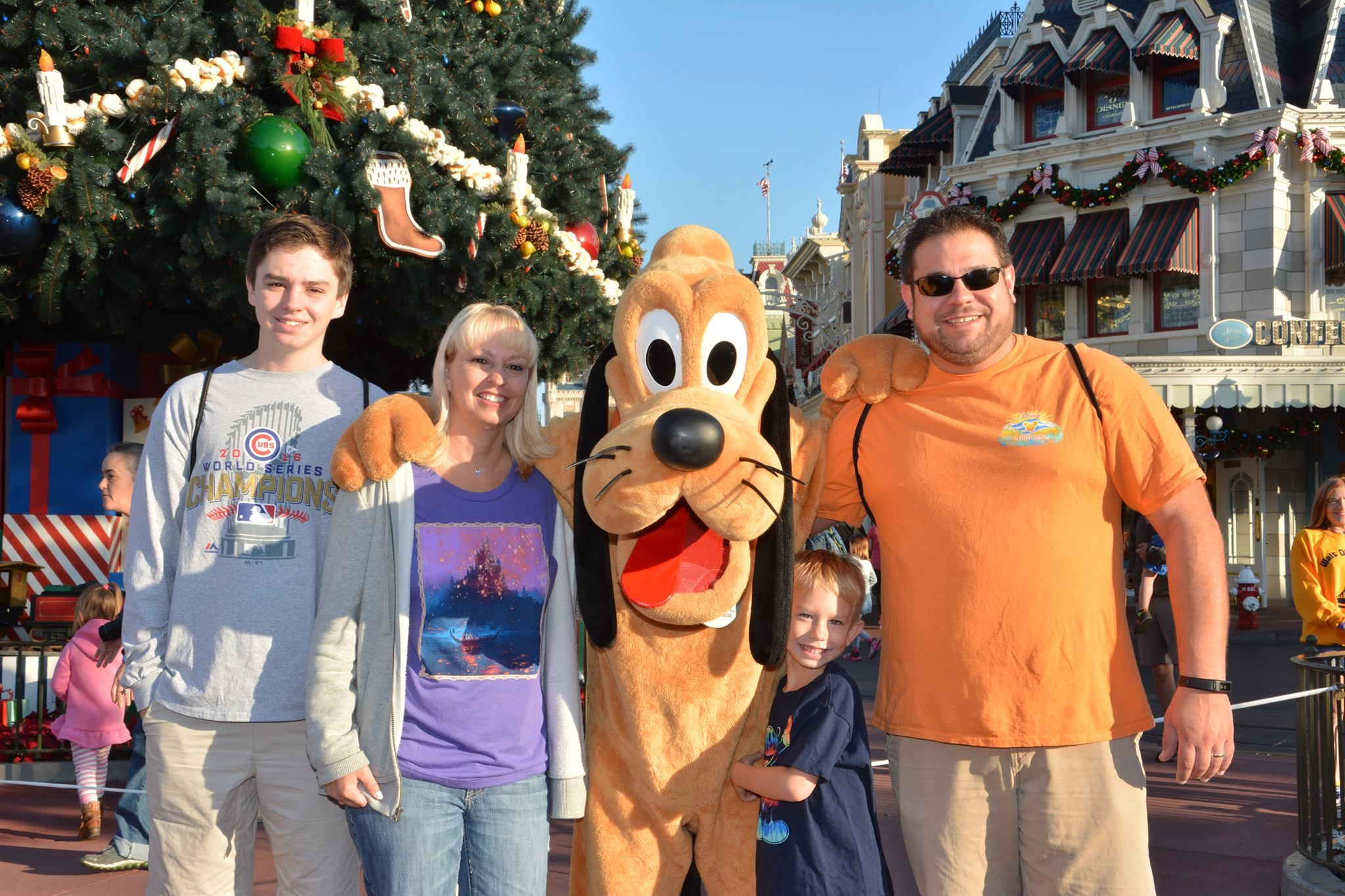 Meet Disney characters at Disneyland and Disney World