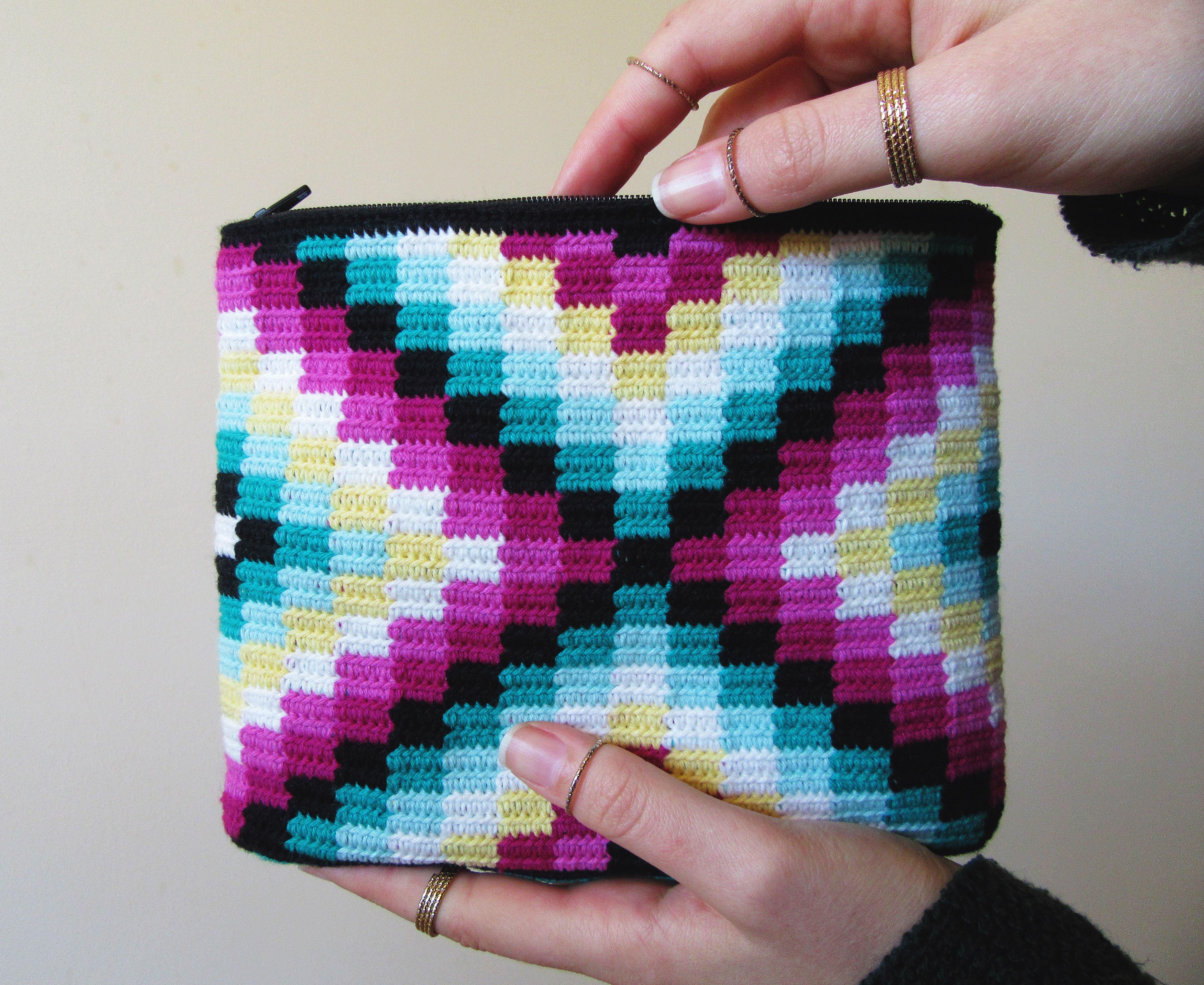 Granny Square design for this modern tapestry crochet bag ...