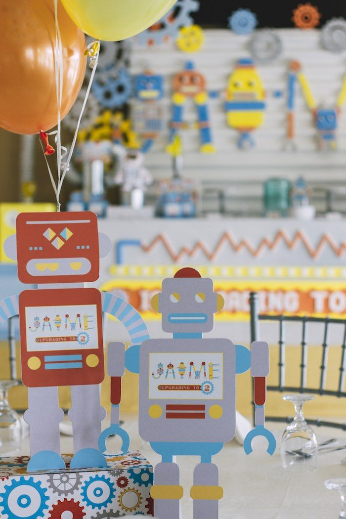robot centerpieces from a robot birthday party  festa temática, Baby shower invitation