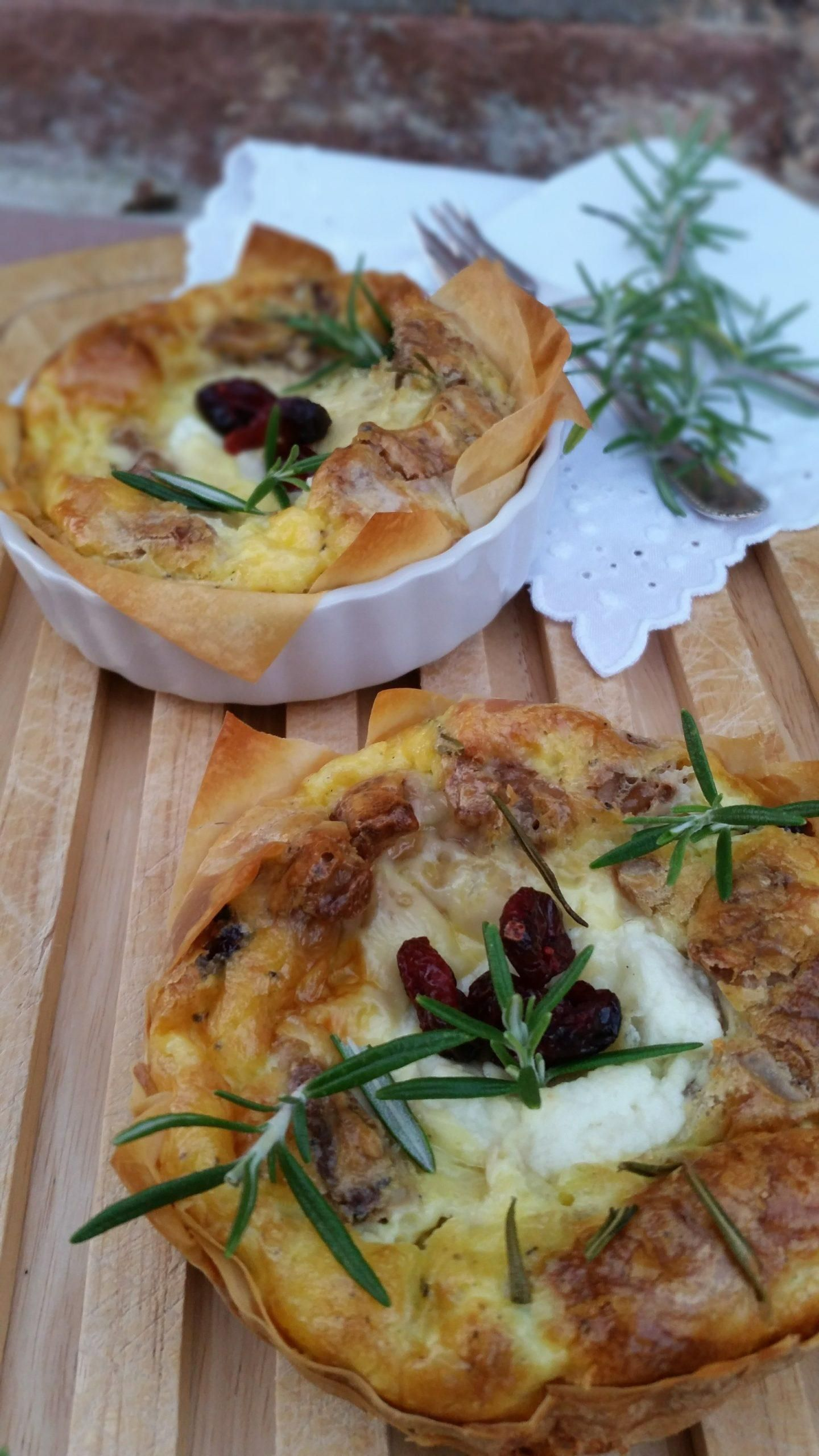 Delicious ... goat cheese tart with walnuts and cranberries  - Gebackenes -