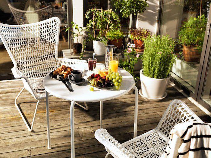 Chaise tressée blanche design de salon de jardin ikea