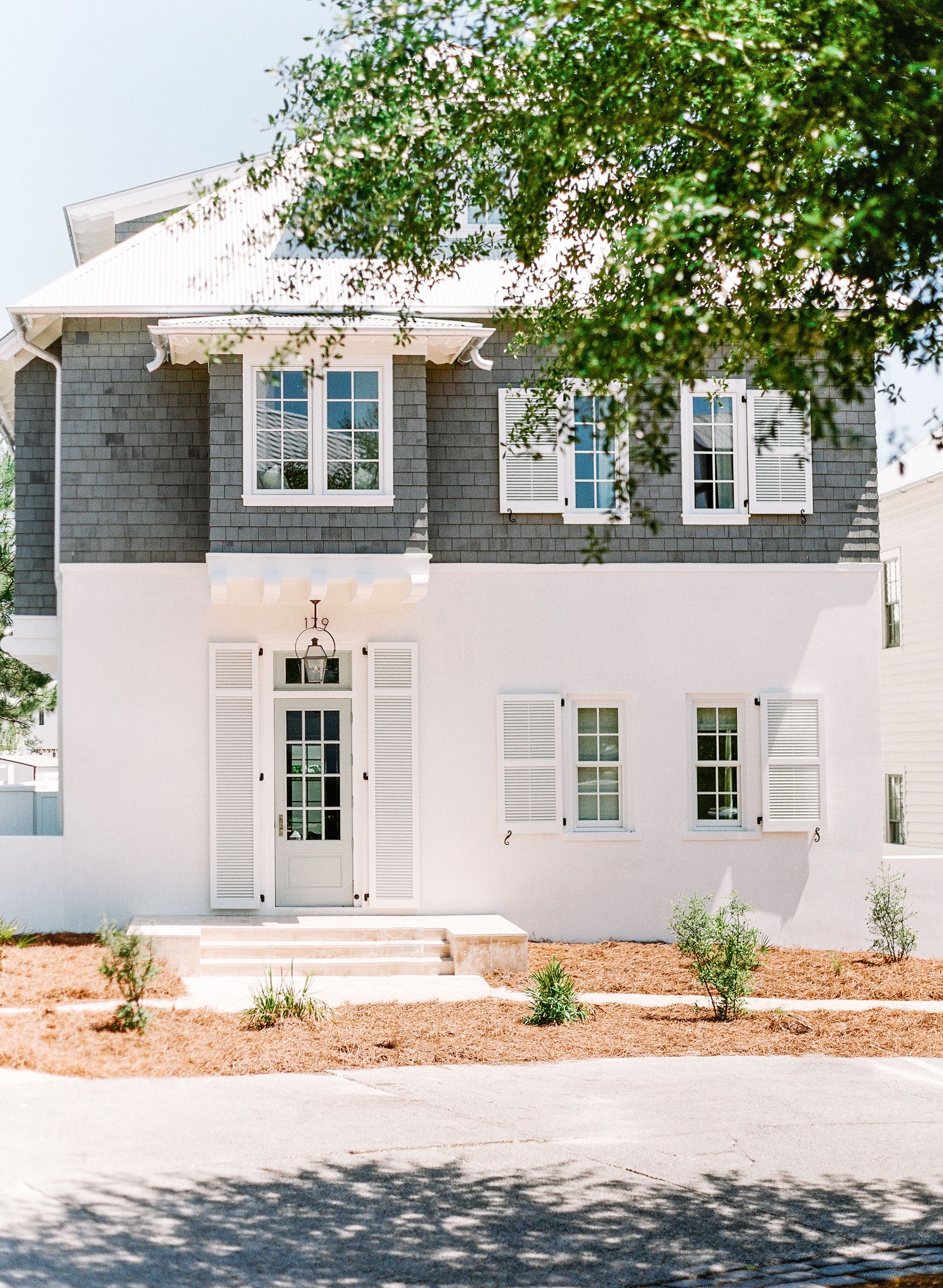 Out door house colous awesome innovative home design - Beach house color schemes exterior ...