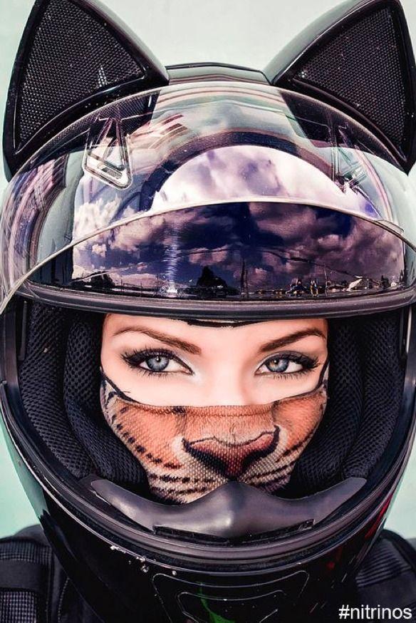 f4be6d8876f02 Unos rusos han inventado el casco de moto - gato más sexy que has visto  jamás — cribeo