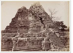 Photography / Northern side of the Shiva temple, Prambanan, Céphas, 1889-1890. Does a photograph address the intentions of the author or is it a mirror of reality? Wherein lies objectivity in photography?